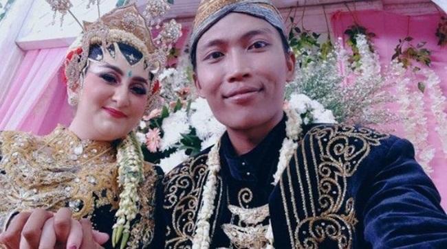 Quen nhau qua mạng, cô gái bay 13.000km để xin cưới chàng công nhân vệ sinh - Ảnh 3
