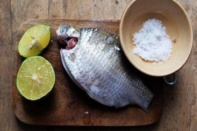 Không cần giấm hay rượu, cá tanh mấy cũng hết sạch mùi chỉ cần biết điểm duy nhất này khi làm cá - 3