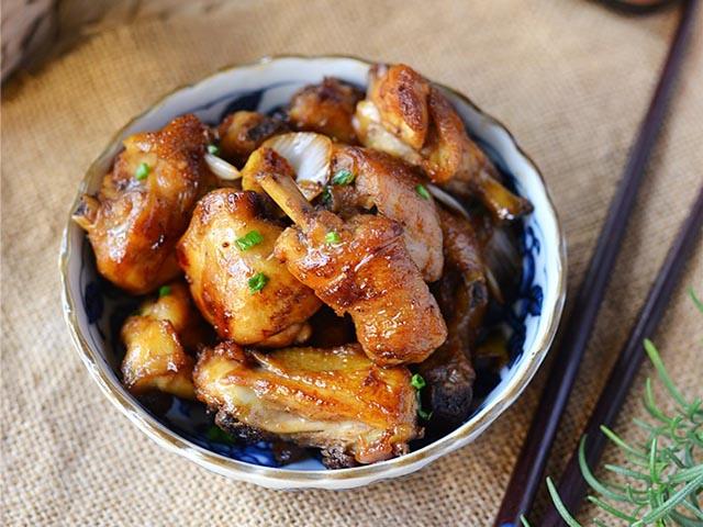 Cách làm gà chiên sốt dầu hào, đậm đà từng thớ thịt, vét sạch nồi cơm vẫn thấy thèm - 1
